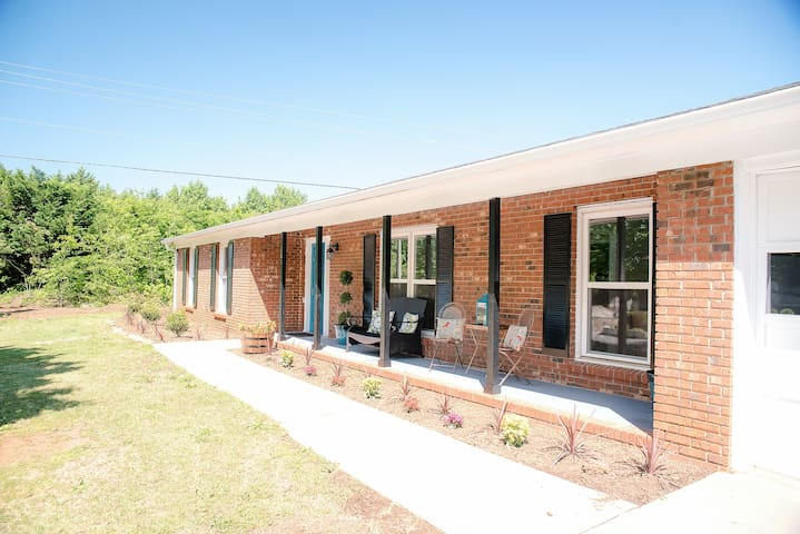 Open Modern Floor Plan, Hwy 14/Woodruff Rd - Simpsonville - Hus