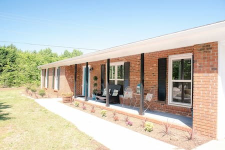 Open Modern Floor Plan, Hwy 14/Woodruff Rd - Simpsonville