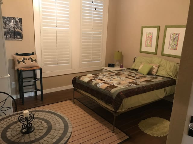 Charming and Cozy bedroom for 2-Room #2