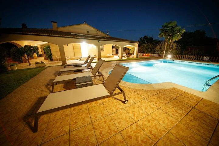 Casa rural, con piscina y 2500 metros de jardin
