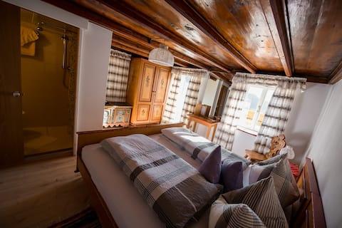 Storslået udsigt i det rustikke private værelse