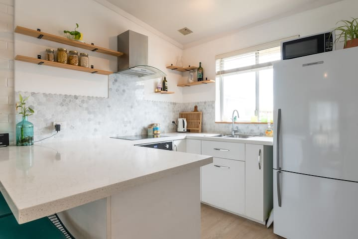 Scarborough Beach Lifestyle Sparkling Clean 2 Beds
