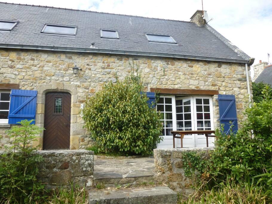 Jolie maison traditionnelle maisons louer crozon for Architecture bretonne traditionnelle