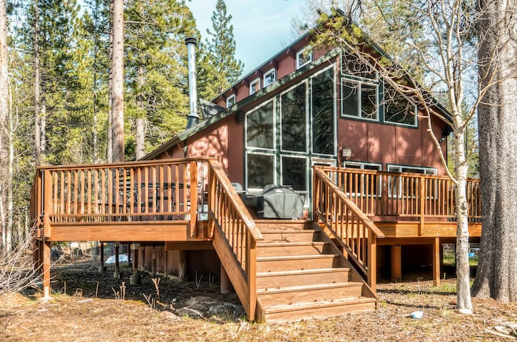 3BR Lodge-Style Home in South Lake Tahoe!