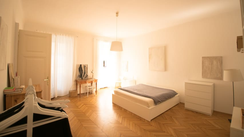 Big, bright room in Vienna's best district