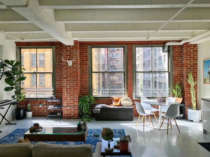 Eclectic NY style loft in the heart of downtown