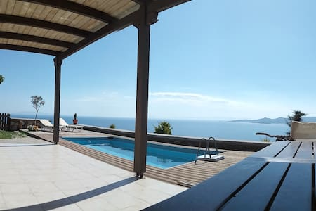 Cozy house with stunning view to the Aegean.