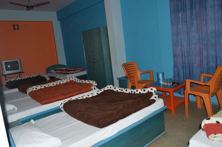 Six Bed Dorm with Two Bathrooms - Joshimath - Studentrum