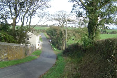 5 miles West of Lake District, near Whitehaven - Whitehaven - Hus