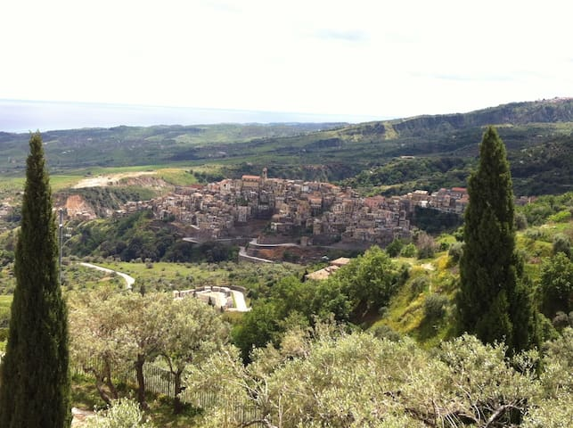 Vacanze Calabria, Badolato borgo