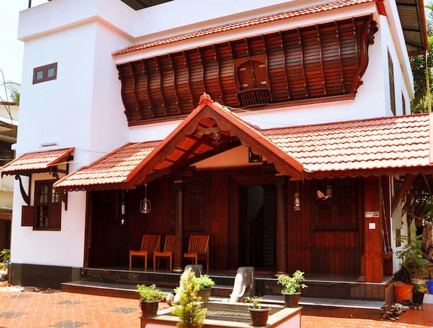 Traditional Kerala Wooden House - Kozhikode - Casa