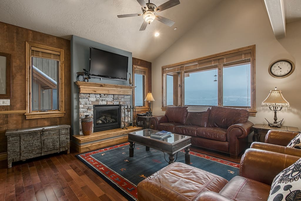 Large HDTV, Gas Fireplace, Mountain + Lake Views