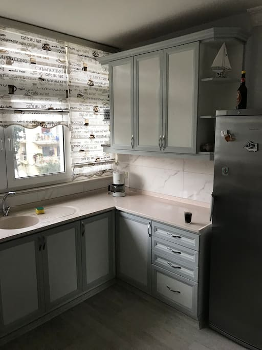 Andere zijde met oven/ gasfornuis