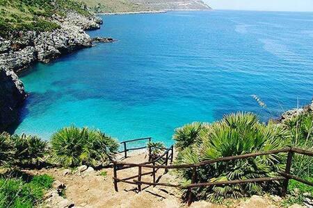 Tranquillo e tipico 150 mt dalla spiaggia wifi GB - Balestrate