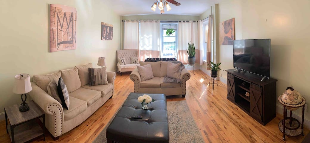 Large 1920s home W/Parking   25 mins from Midtown.