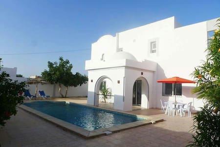 Villa meublée de 250 m²avec piscine - Houmt Souk - Ház