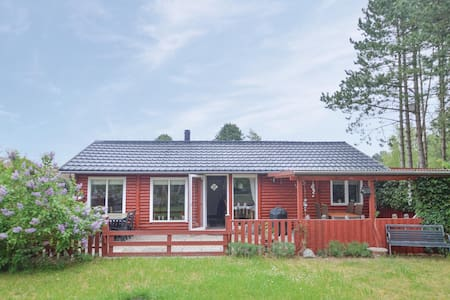 Holiday cottage with 3 bedrooms on 68m² in Rødby