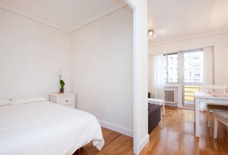 Open sleeping room with livingroom and terrace