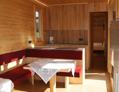 Gemütliches Chalet aus Holz am Campingplatz - Innsbruck