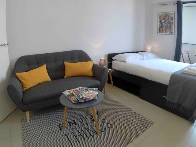 Studio In The Heart Of The City, Balcony, Air-Con