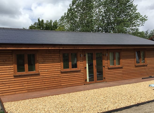 Luxury Log Cabins in the heart of the Midlands - Shrewley - Cabin
