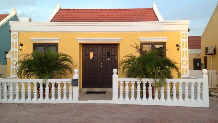 Aruba Cunucu Villa with Pool