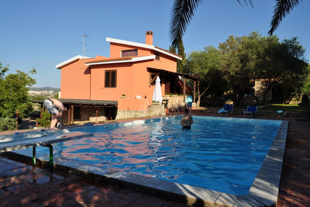 Casa in campagna con piscina ville in affitto a for Aki piscinas hinchables