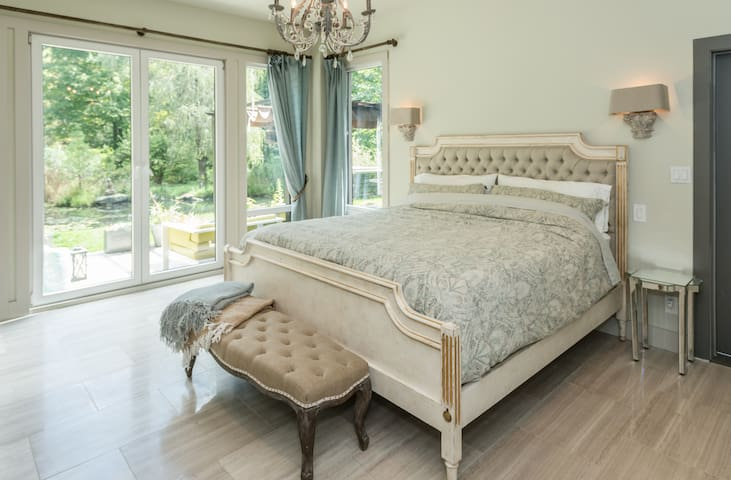 Primary bedroom, king size bed