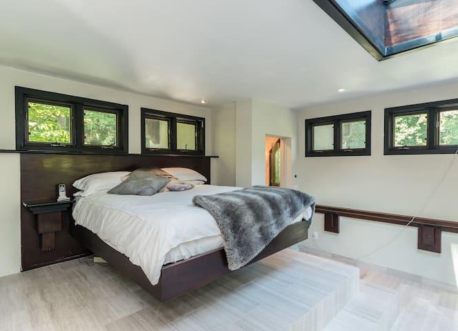 Tower bedroom/queen size bed