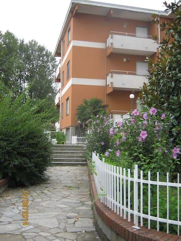 Appartement dans un résidence calme avec piscine - Strevi - Apartamento