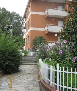 Appartement dans un résidence calme avec piscine - Strevi - 아파트