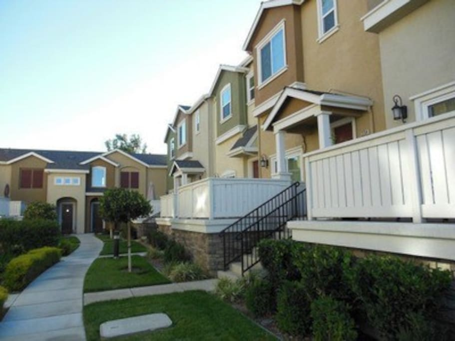 Master Bedroom In A Nice Townhome Townhouses For Rent In San Jose California United States