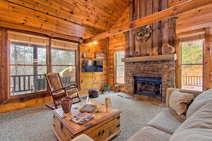 Picture-perfect cabin with private hot tub, deck space, fireplace, and more