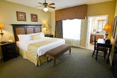2 BED Powhatan Plantation Resort - ウィリアムズバーグ