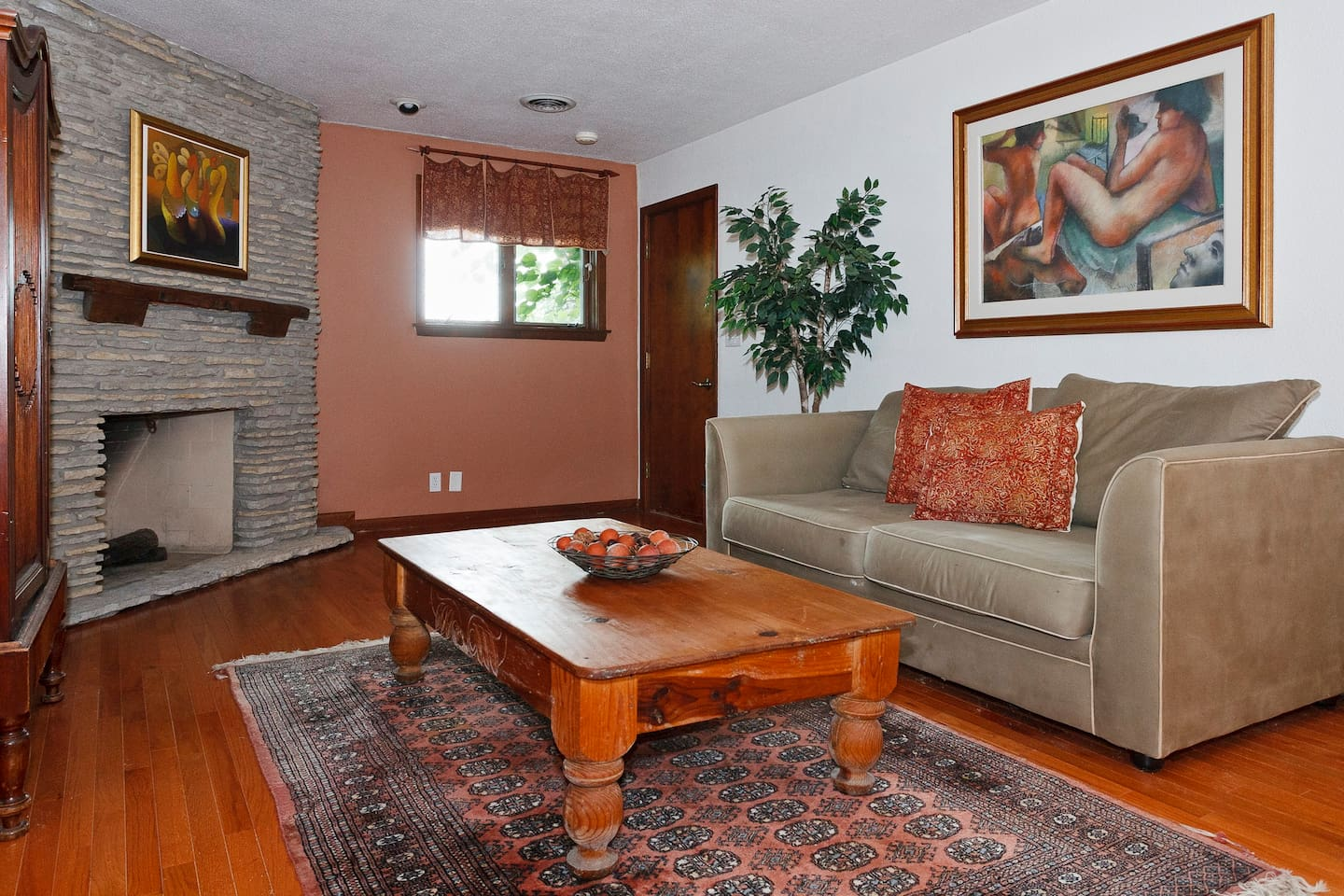 Enjoyable living area,  bed/ beds off to the side of the room, private bathroom.  Beautiful nature backyard.