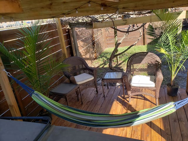 'Great Escape - Part 2' w Hot Tub 10min from Beach
