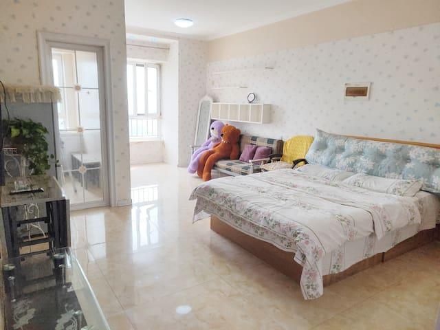 浪漫花语大床房