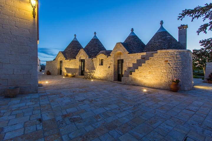 Trulli  con Piscina in Masseria