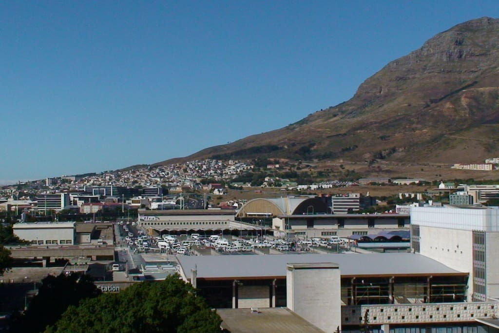 Views to the right from balancy towards Table Mountain