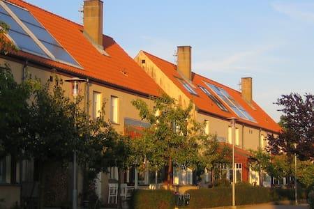 Eco-village, countryside and city - Malmö - Hus