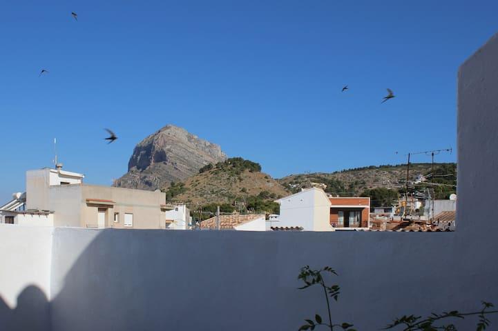 Vistas al Montgó y Santa Lucía