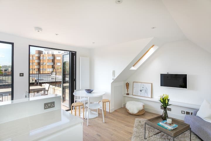 Modern Top Floor Home in West Kensington w/Terrace