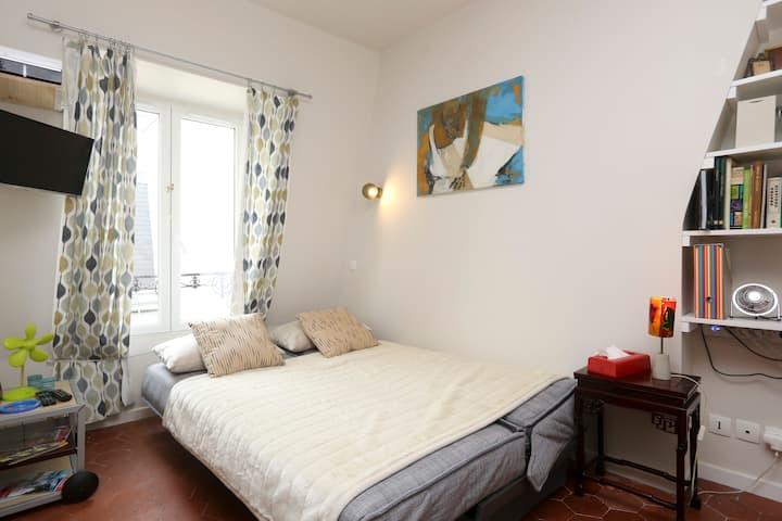 Adorable studio in the heart of Montmartre