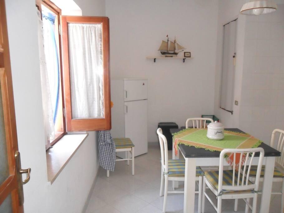 cucina abitabile con vista mare