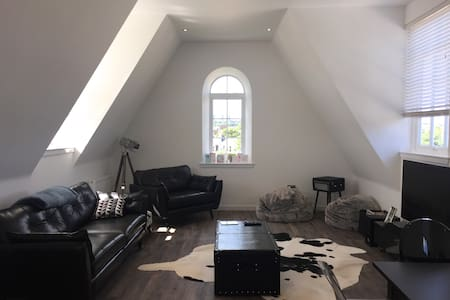 Double Room in Brand New Penthouse City Apartment - Aberdeen