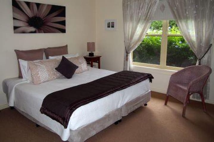 B&B Hunter Valley Hospitality - Lovedale - Bed & Breakfast