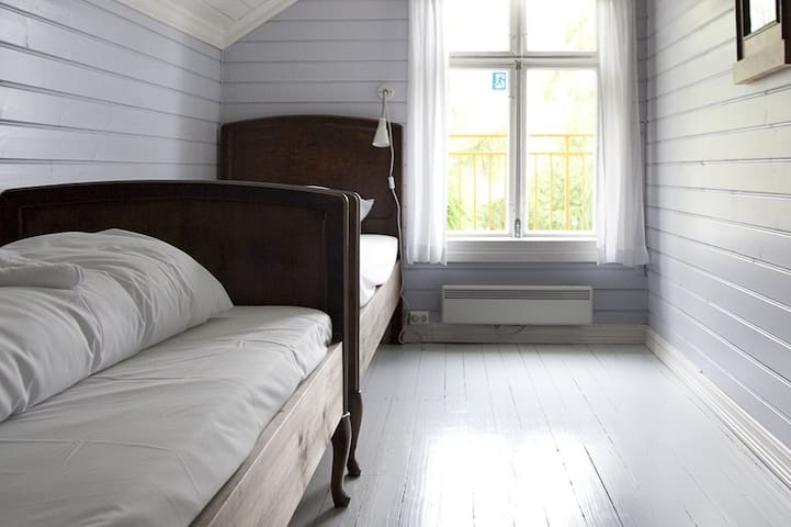 "Sommerhotellet: Room 11  ""Falketind"""