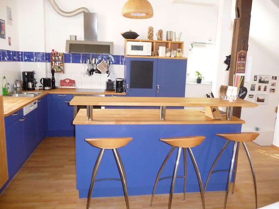 Die Küche bietet genügend Platz zum Kochen und zum Verweilen