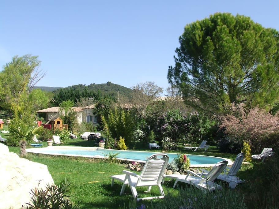 Gite lepimayon t2 meuble en campagne piscine houses for for Gite provence piscine