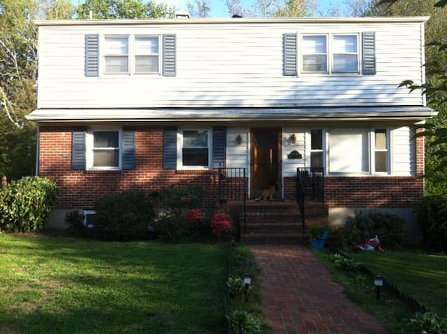 NIH/Grosvenor: Charming Kensington - Kensington